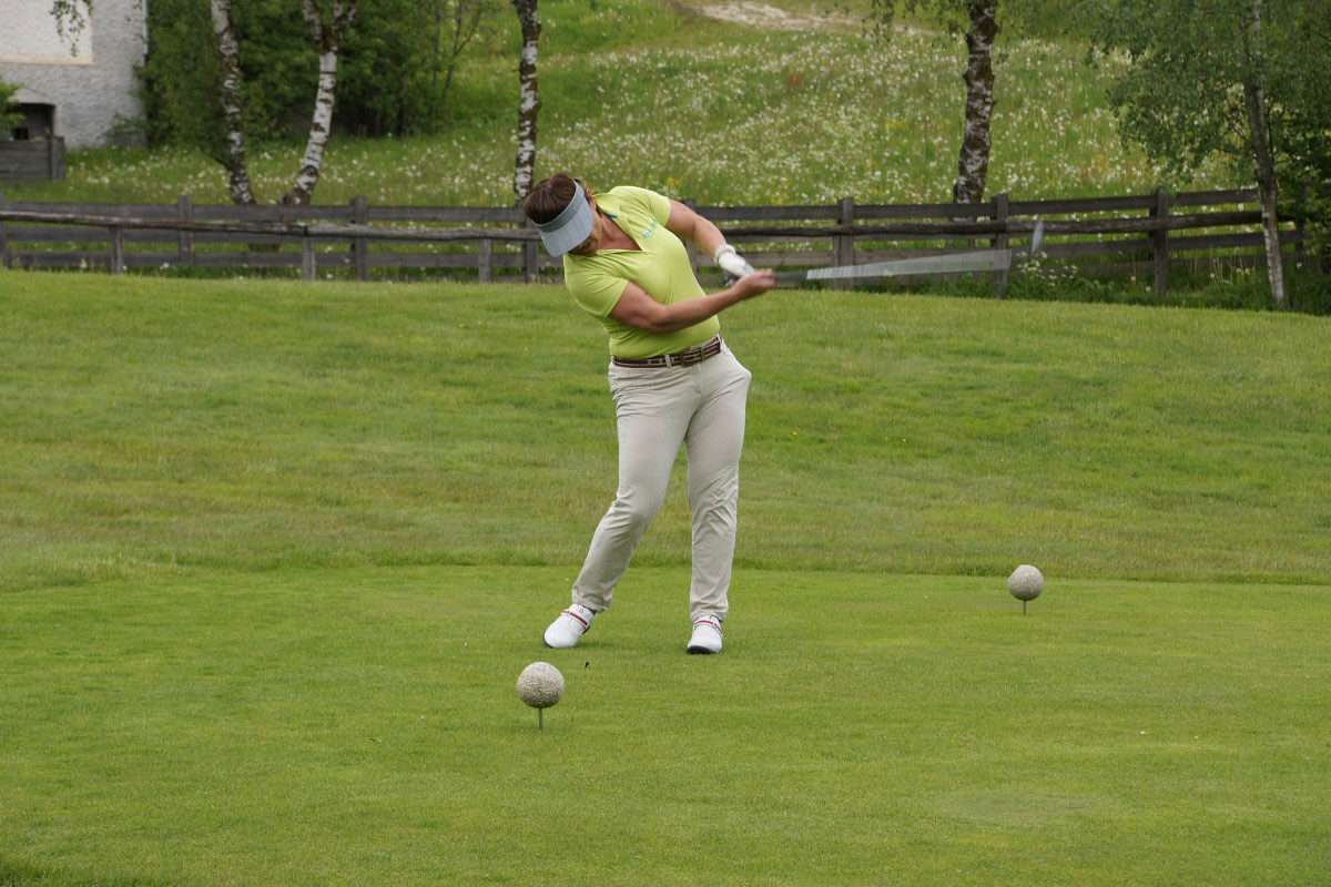 """Quick Tips to Fix a """"Chicken Wing"""" Golf Swing"""